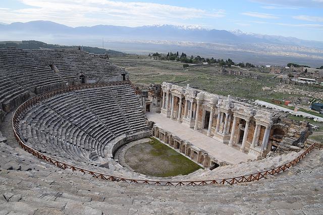 teatro en Hierápolis, construido durante el periodo de Adriano en el siglo II